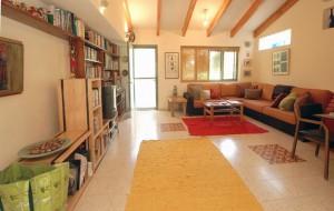 בית משפחת אשד מראה חלל המגורים