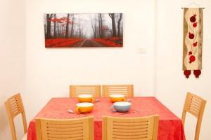 דירת משפחת טבצ'ניק, מראה שולחן האוכל