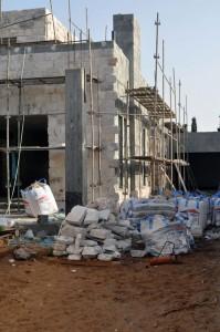 בנית בית  - שלד בטון וחיפוי אבן מפירוק