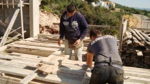 פועלים באתר בניה