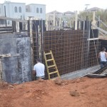 הקמת תבניות עץ לקירות בטון