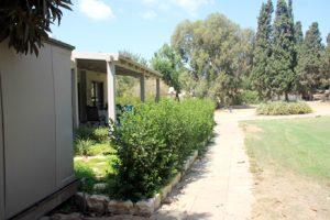 בית משפחת עוגן - מבט אל הגינה