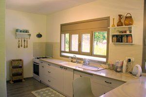 בית משפחת עוגן - מבט אל המטבח