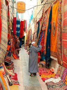 שוק הבדים והשטיחים