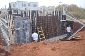 """בניית תבניות לקירות ממ""""ד"""