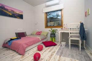 חדר שינה לבת מתבגרת - בית משפחת זלדין, אבן יהודה