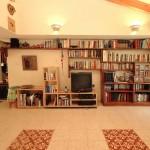 ספרייה בסלון ביתי