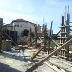 עמודי בטון לפני בניית קירות