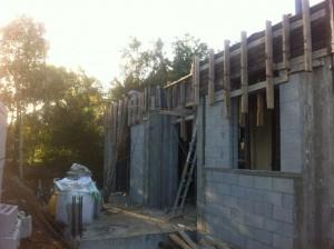 בניית שלד ומעטפת קירות