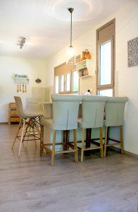 בית משפחת עוגן - דלפק ישיבה