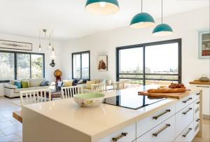 בית משפחת ליטוב - מטבח וומבט לסלון