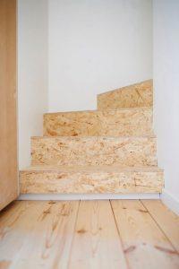 מדרגות מחופות OSB