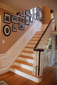 קיר מדרגות עם עיצוב משולב